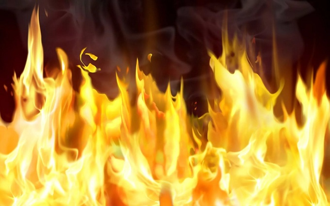 Изгорящей девятиэтажки наГагарина пожарные спасли дщвух женщин