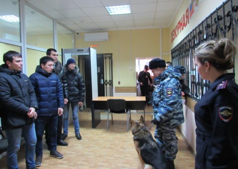 Студенты устроили «селфи» вотделе милиции