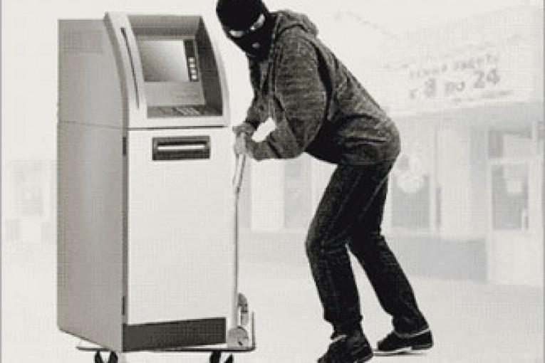 ВОренбурге местный гражданин при помощи гвоздодера пытался вскрыть банкомат итерминалы