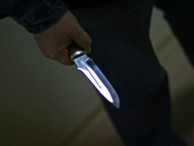 Отец пытался разнять драку иударил сына ножом