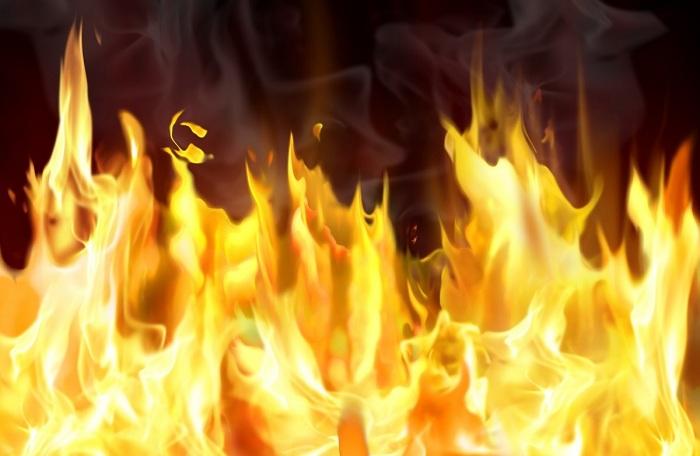 Мощный пожар в многоэтажном высотном здании Оренбурга попал навидео
