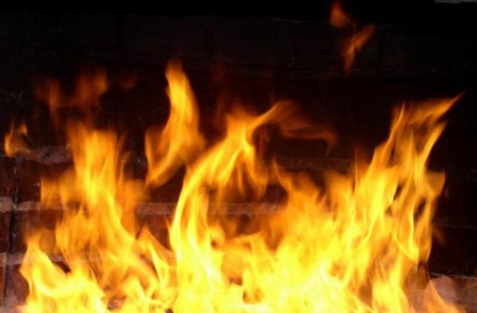 ВОрске огнеборцы спасли напожаре мужчину иженщину