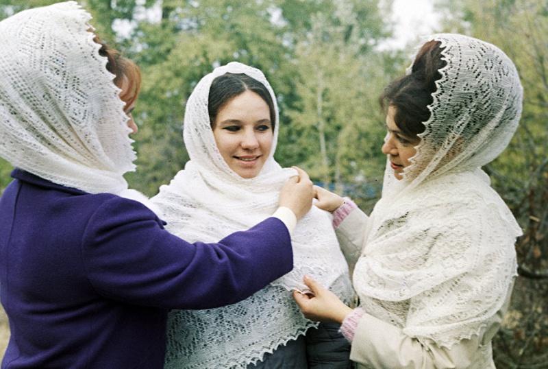 Оренбургских школьников научат вязать пуховые платки