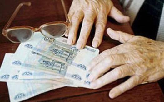 В Мурманске у 79-летней пенсионерки на остановке отобрали кошелек